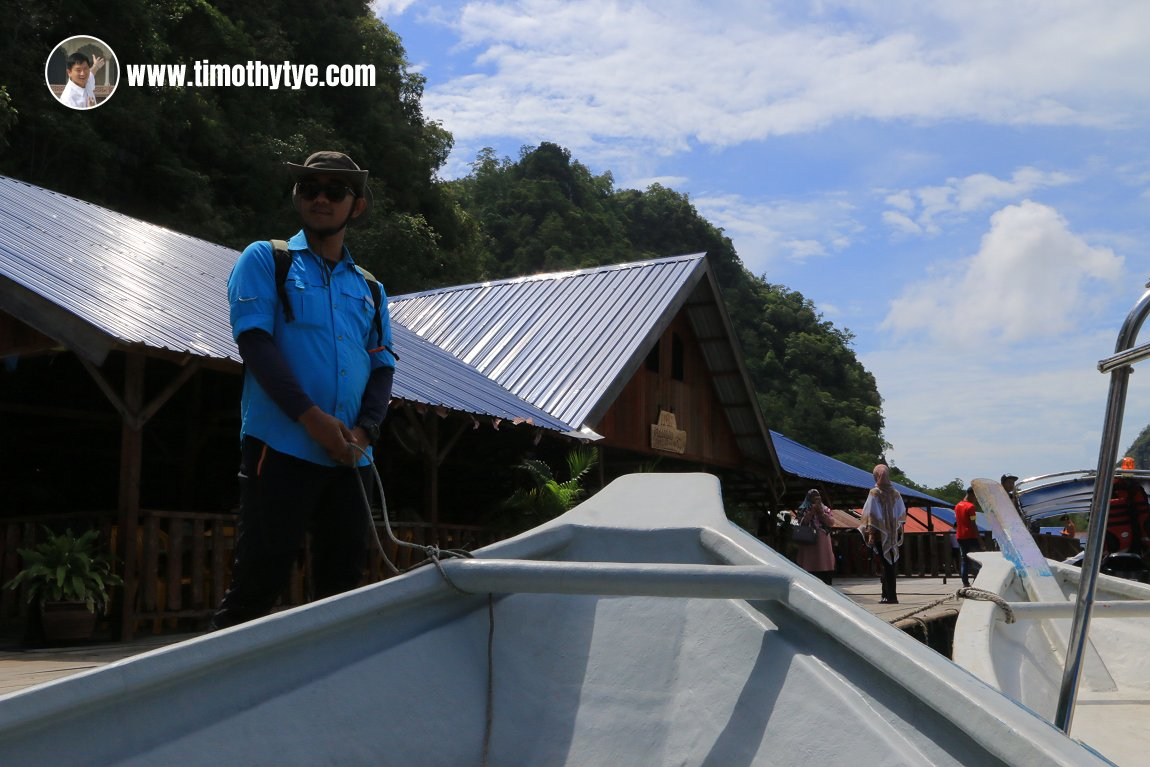 Chiro bringing our boat to the pier at Amin Restaurant in Kilim Geoforest Park