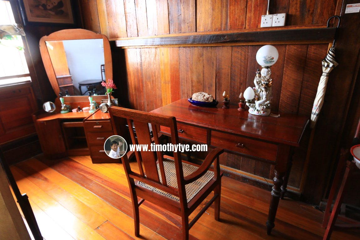 Writing desk and dressing table