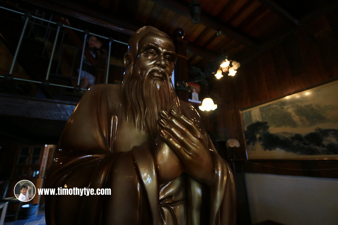 Statue of a Chinese sage, possibly Laozi, or the Taoist god of longevity, Shouxing