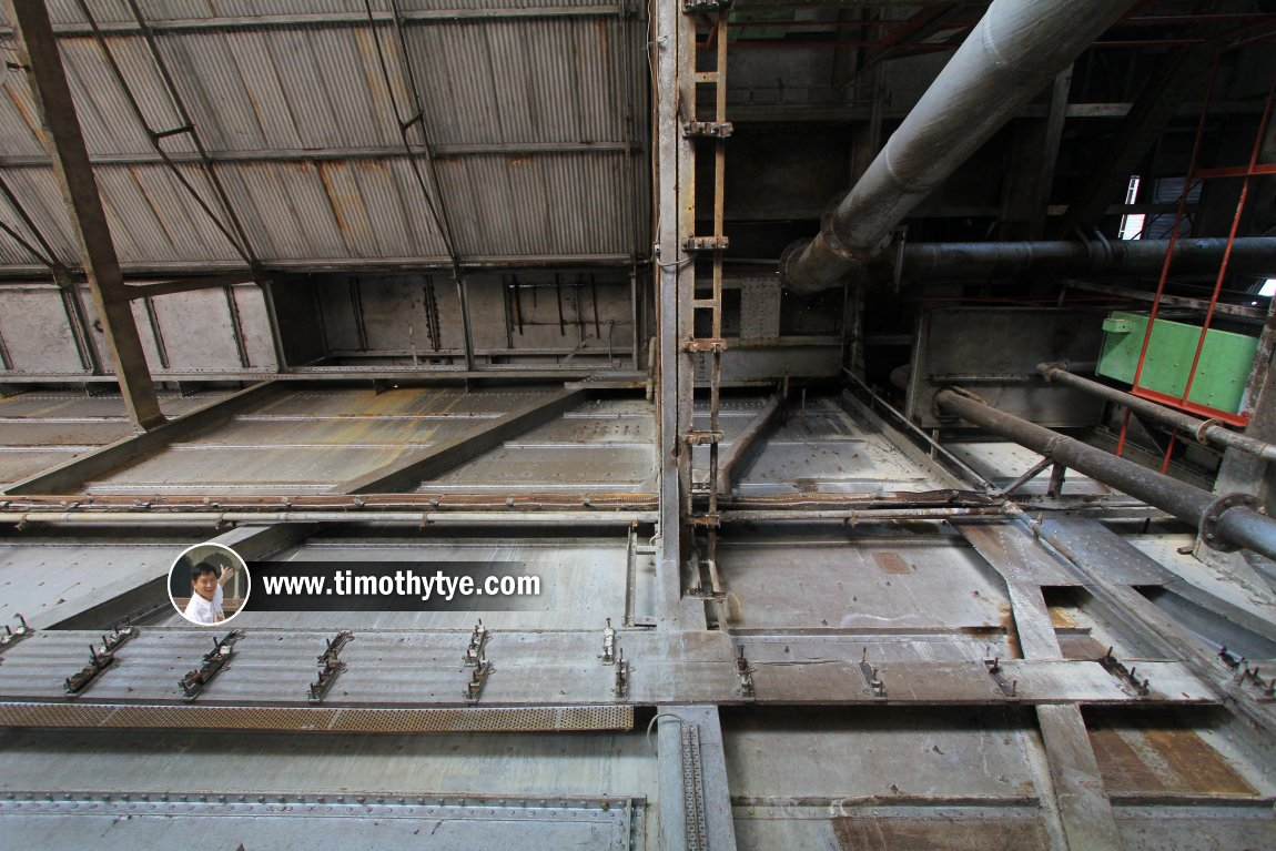 Looking up at the ceiling of the tin dredge