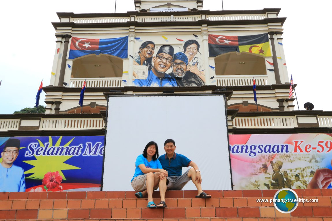 Timothy Tye and Goh Chooi Yoke at the Bangsa Malaysia mural